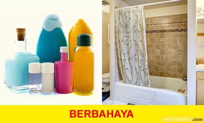 kosmetik dan tirai kamar mandi