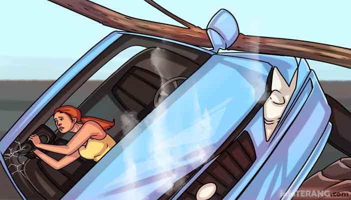 Cara memecahkan kaca mobil jika terjadi kecelakaan