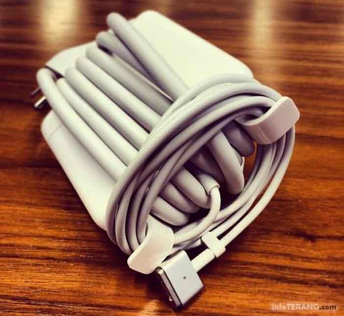 Fungsi sayap kecil pada pengisi daya (charger) apple